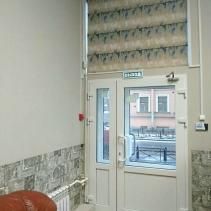 римские шторы на входную дверь