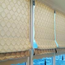 светлые римские шторы