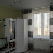 белые нитяные шторы на кухне